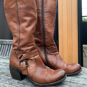 Clark's Shoes - Clark's Size 9 Brown leather, heeled boots, buckle